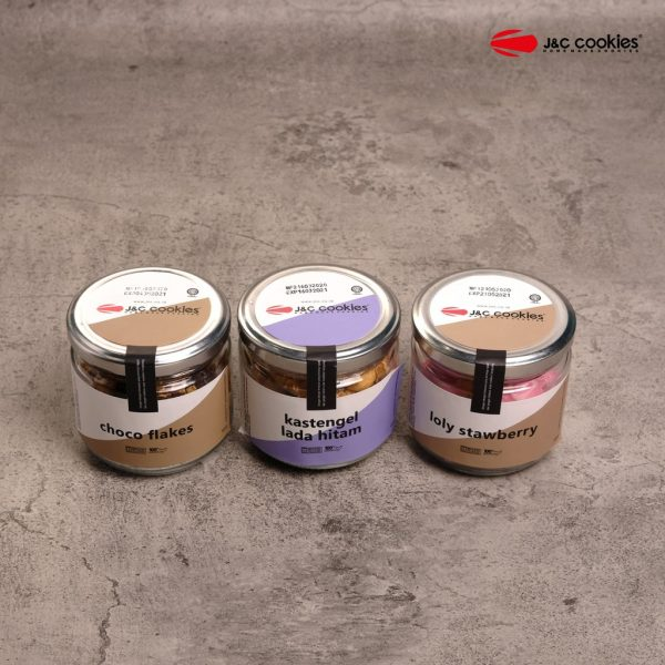 J&C Cookies Kaca Isi 3 Toples,Choco Flakes,Lolly Strawberry,Kaastangel Lada Hitam